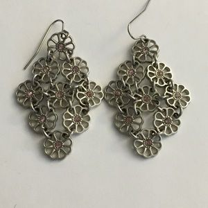 Jewelry - ⭐️ 3 for $10 - Floral dangly earrings